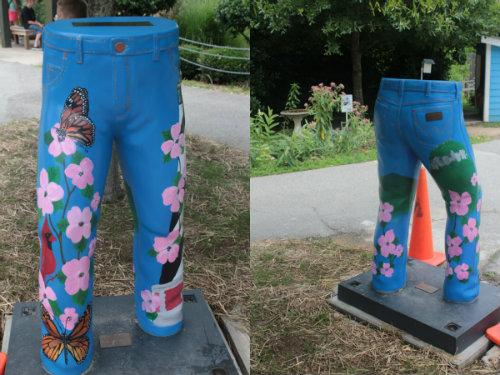 jeans statue.jpg